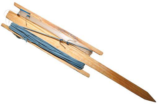 Снасть донка - готовая на деревянном мотовиле без груза (резинка, донное удилище)